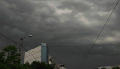 Meteorologii au emis cod galben de ploi puternice, descărcări electrice și vijelie