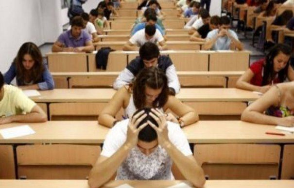 1000-de-elevi-de-liceu-au-renuntat-la-examenul-maturitatii-465x390