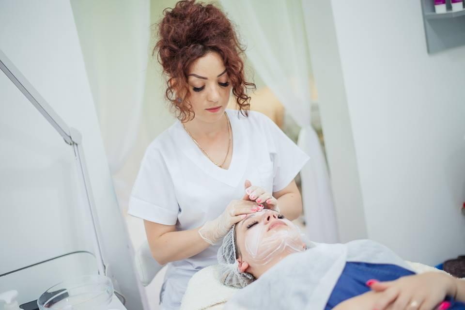 Foto: Cosmetologul Natalia Spataru, despre cele 10 reguli de aur pentru un ten perfect