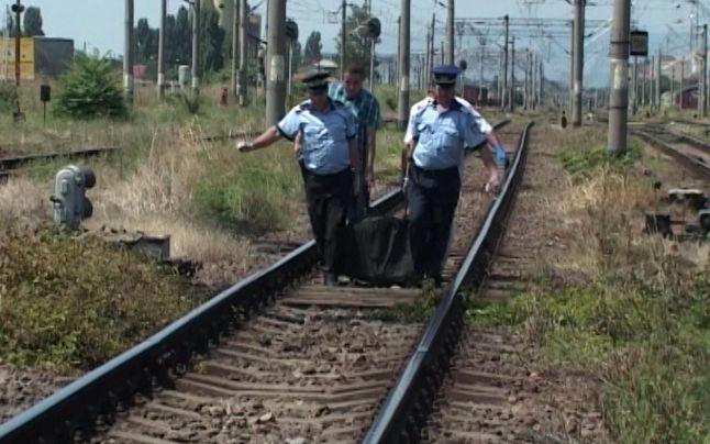 Foto: Tragic! Un bărbat din Capitală, în vârstă de 30 de ani, a murit pe loc după ce a fost lovit de un tren marfar