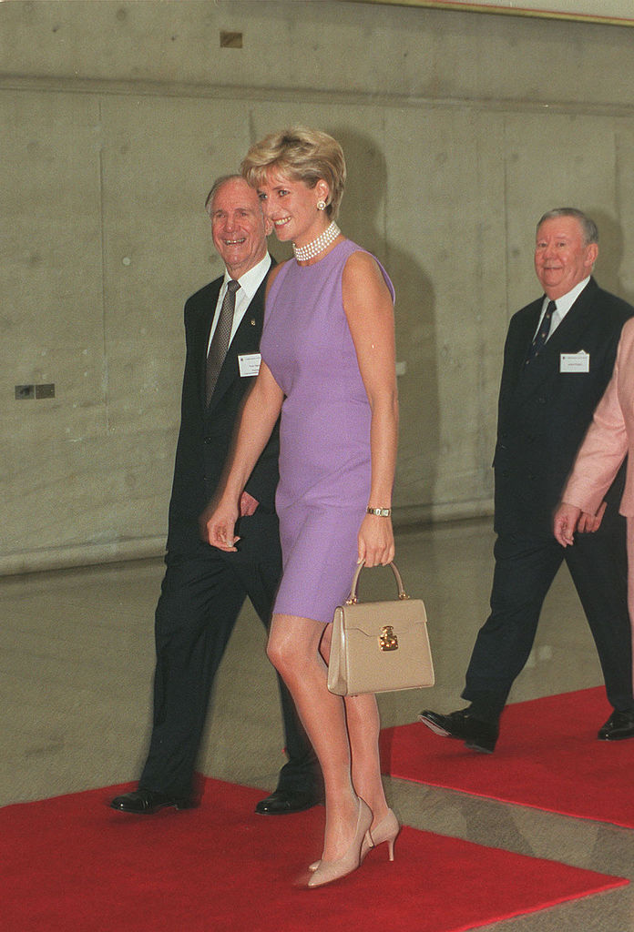 NOV1996 - PRINCESS DIANA AT THE VICTOR CHANG CARDIAC RESEARCH INSTITUTE , SYDNEY, AUSTRALIA. (Photo by Patrick Riviere/Getty Images)
