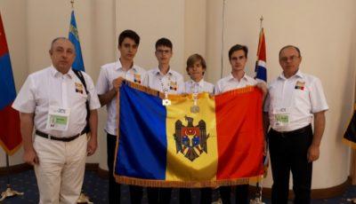Elevii moldoveni au obținut o medalie de argint și una de bronz la Olimpiada Internațională de Informatică