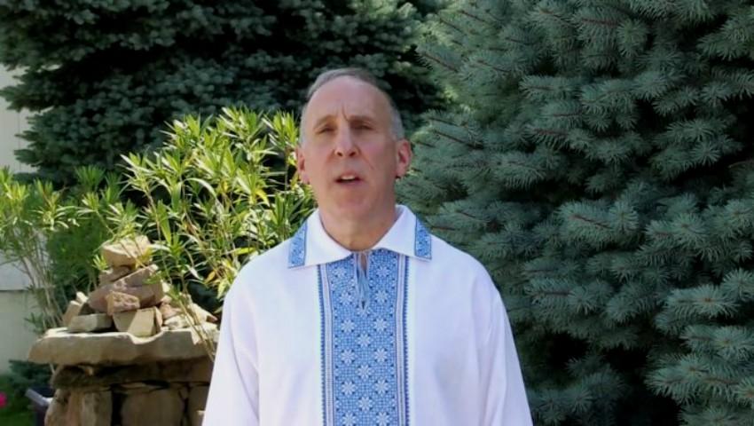Foto: James Pettit a îmbrăcat cămașa națională și i-a felicitat pe moldoveni, în limba română, cu ocazia Zilei Independenței!