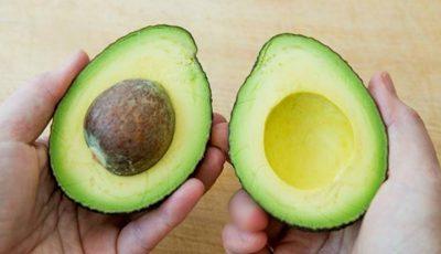 Cum poți planta sâmburele de avocado la tine acasă!
