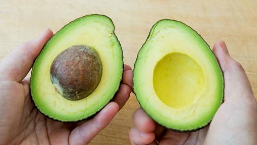 Foto: Cum poți planta sâmburele de avocado la tine acasă!