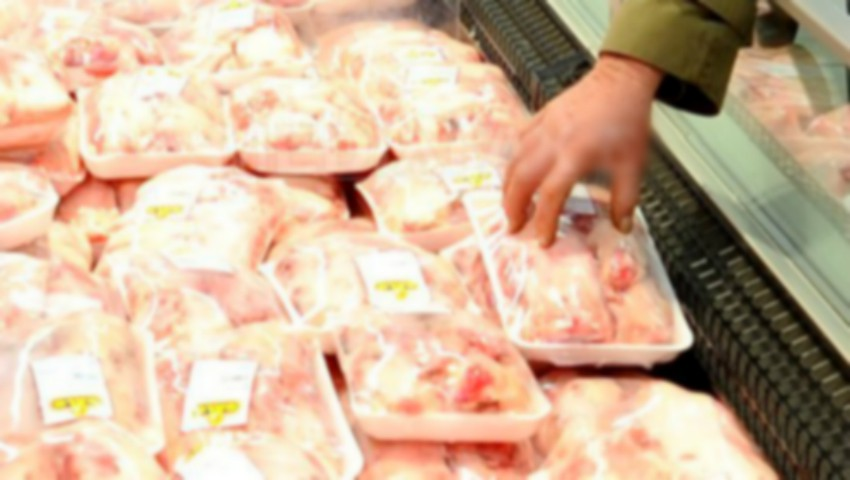 Foto: Mii de persoane s-ar fi îmbolnăvit de hepatită virală, după ce au consumat carne de porc dintr-un mare lanț de magazine