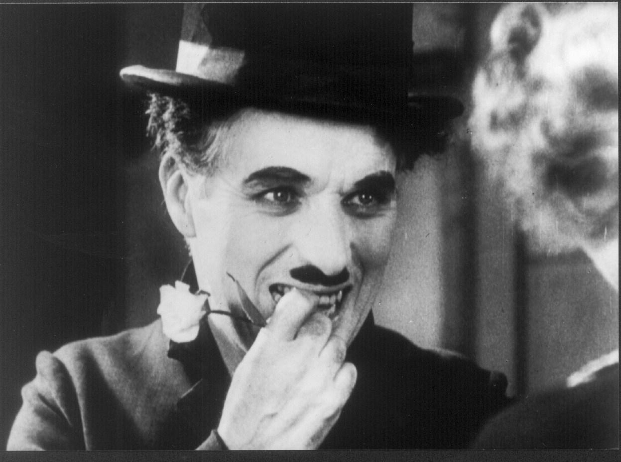 """Foto: Discursul lui Charlie Chaplin, la împlinirea vârstei de 70 de ani: """"În ziua în care m-am iubit cu adevărat"""""""