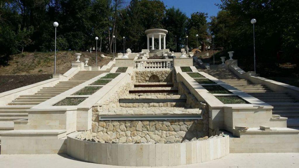foto--scara-cascadelor-din-parcul-valea-morilor-va-fi-inaugurata-de-hramul-orasului-22172
