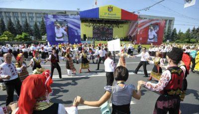 Ziua Independenței la Chișinău, parada portului popular! Vezi poze din PMAN