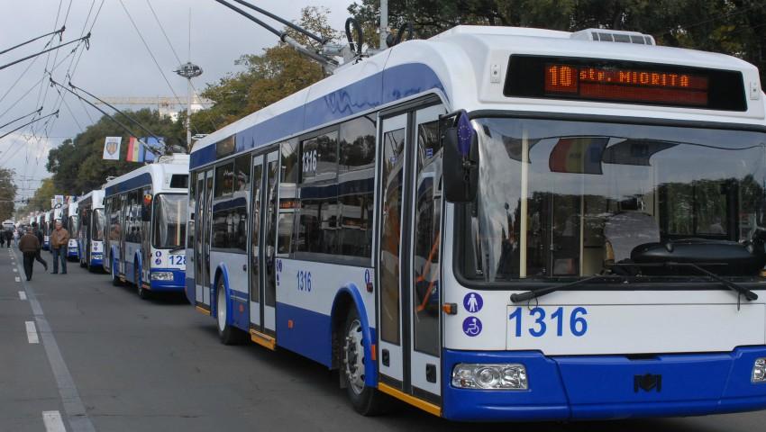 Începând cu această săptămână, numărul troleibuzelor care circulă pe străzile Capitalei va fi suplimentat