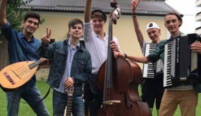 """Băieții de la """"7 Klase"""" au lansat o nouă piesă: """"Fata care nu mă lasă"""""""