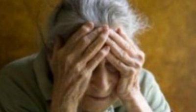 O moldoveancă își bătea periodic bătrâna pe care o îngrijea în Italia. Vezi imagini video, surprinse de către un vecin al blocului!