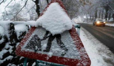 Într-o localitate din România a nins noaptea trecută. Stratul de zăpadă are 5 centimetri