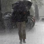 Foto: Meteorologii anunță ploi cu descărcări electrice