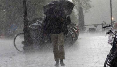 Meteorologii anunță ploi cu descărcări electrice