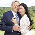 Foto: George Soros, celebrul investitor şi filantrop miliardar de 83 de ani, s-a căsătorit cu o femeie mai tânără decât el cu 41 de ani