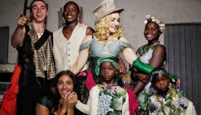 Madonna mai fericită ca niciodată, alături de cei șase copii