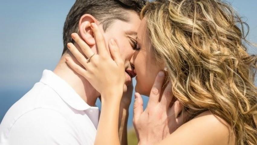 Foto: S-a aflat de ce închidem ochii în timpul sărutului