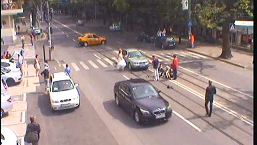 Foto: Un bărbat de 55 de ani, lovit de o mașină în timp ce traversa strada regulamentar