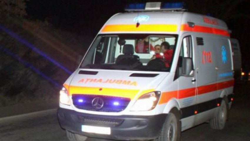 Foto: O moldoveancă a ajuns de urgență la spital, după ce a fost înțepată de o albină