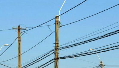 În urma furtunii de noaptea trecută peste 20 de localități au rămas fără curent elctric