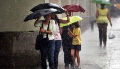 Pregătim umbrelele! În acest weekend va ploua