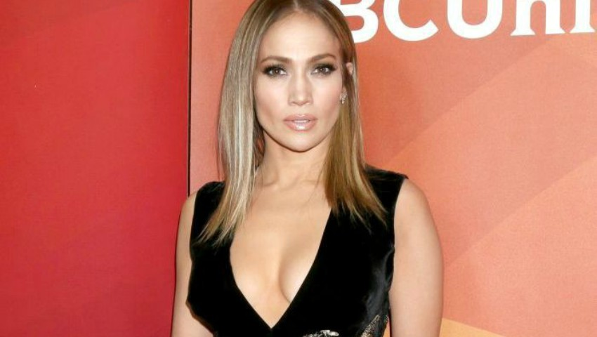 Foto: Cum arată mama lui Jennifer Lopez? Iată de la cine a moștenit artista trăsăturile fizice!