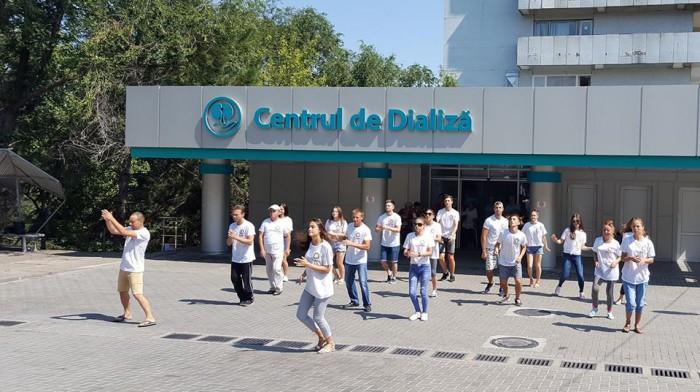 video---hey--ai-grija-de-rinichii-tai-tinerii-pacienti-de-la-centrul-bb-dializa-au-organizat-un-flashmob-pe-ritmuri-de-dans-1502371013