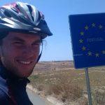 Foto: Un moldovean a parcurs 7 mii de km cu bicicleta pentru a ajunge în cea mai vestică țară a Europei!