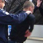 Foto: Un polițist a prins un hoț în timp ce fura. Omul legii l-a iertat și i-a cumpărat haine