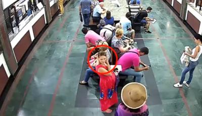 Video. O femeie însărcinată este căutată de poliție după ce i-a sustras unei tinere 10 mii de lei