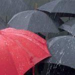 Foto: Pregătiți umbrelele! Meteorologii au anunțat pentru mâine ploi cu descărcări electrice
