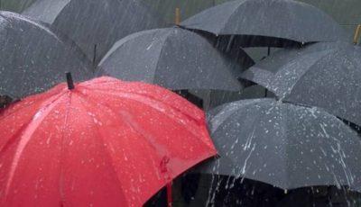 Pregătiți umbrelele! Meteorologii au anunțat pentru mâine ploi cu descărcări electrice