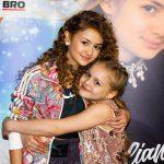 Foto: Iuliana Beregoi a lansat cea de-a treia piesă din cariera sa. În videoclip apare și sora interpretei