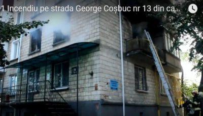 Video! O femeie și copilul ei, salvați de către pompieri în incendiul de pe strada Coșbuc