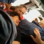 Foto: Video! Momentul în care mai multe femei se iau la bătaie pentru un loc, într-un microbuz de pe linia nr. 112