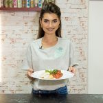 Foto: Rețeta de piept de pui cu salsa de roșii, de la Felicia Sîrbu