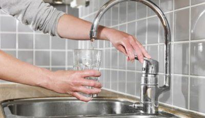 Locuitorii mai multor străzi din Capitală vor rămâne joi fără apă la robinet