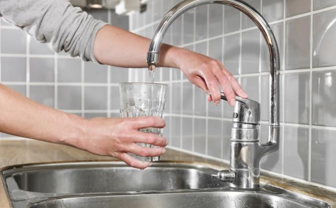 Foto: Locuitorii mai multor străzi din Capitală vor rămâne joi fără apă la robinet
