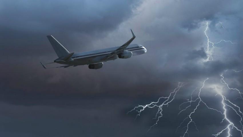 Avioanele nu pot ateriza la București din cauza furtunii