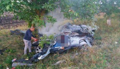 Pasagerii implicați în accidentul de la Ștefan Vodă, erau frați, în vârstă de 26 și 36 de ani
