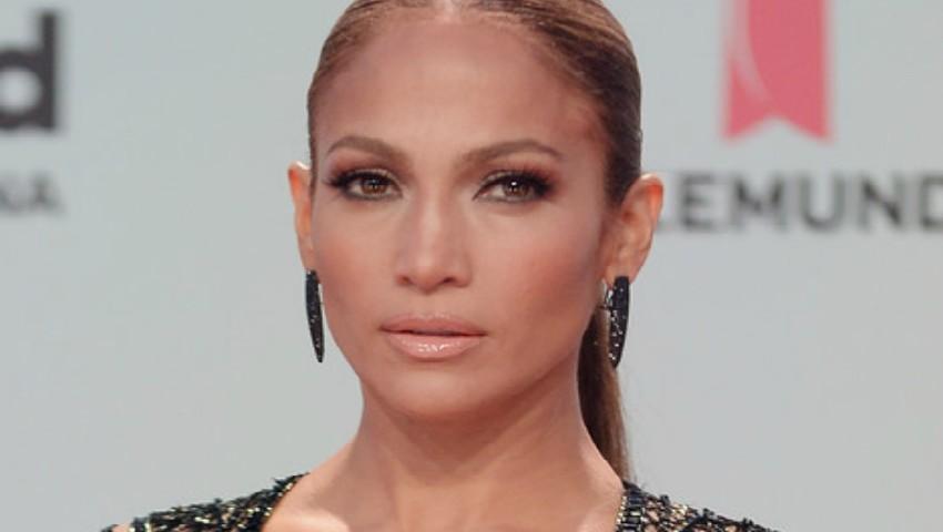 Foto: Jennifer Lopez a donat un milion de dolari victimelor uraganului