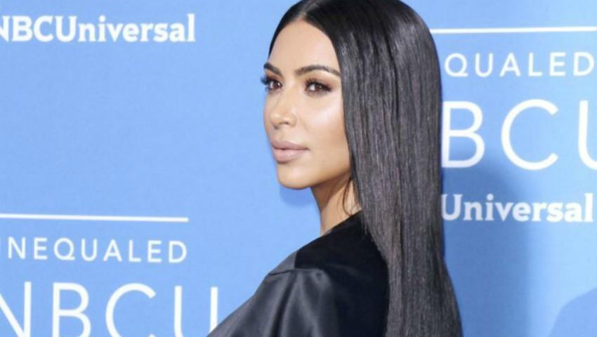 Foto: Kim Kardashian a pozat din nou nud