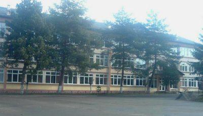 Elevii unui liceu din Capitală nu au voie să iasă afară în timpul pauzelor dintre ore
