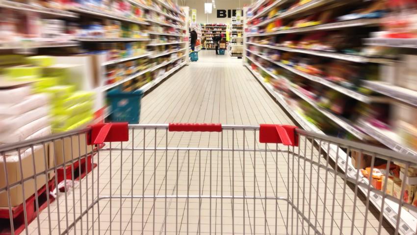 Foto: Atenție! Lista produselor din comerț pe care NU ar trebui să le mai cumperi