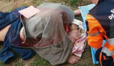 O femeie a născut pe iarbă, în curtea şcolii! Bebeluşul nu a mai avut răbdare