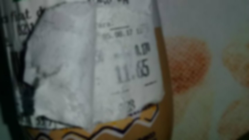 Foto: Revoltător! Pate expirat într-un supermarket din Capitală. Eticheta a fost falsificată