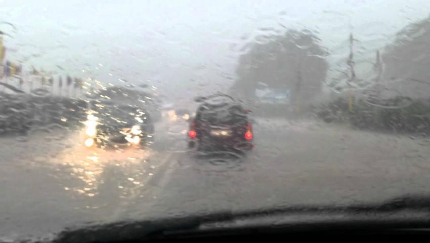Foto: S-a rupt cerul! În unele localități plouă torențial de câteva ore