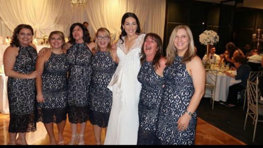 Șase femei au apărut la o nuntă îmbrăcate la fel. Ce a urmat?