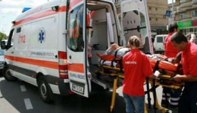 Un moldovean de 26 de ani a fost internat de urgență la un spital din Iași, după ce s-a aruncat de la etajul patru al unui bloc